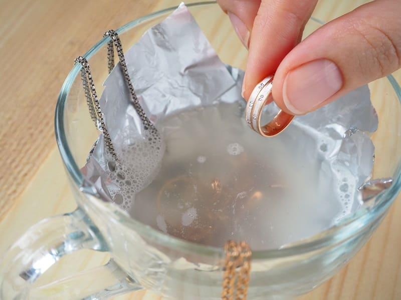 Чистка серебра содой и фольгой