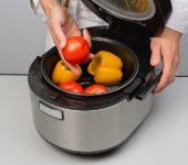 Почему овощи и фрукты опасно готовить в мультиварке?
