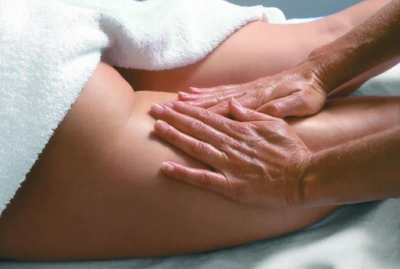 Медовый массаж бёдер и ягодиц