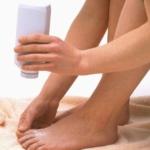 Обработка ног тальком от запаха