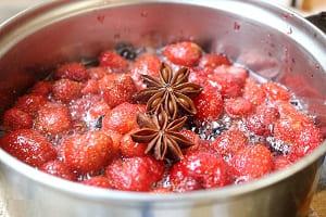 Клубничное варенье из целых ягод со специями