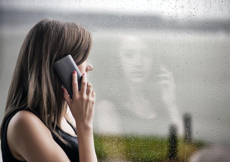 Разговор по телефону в грозу