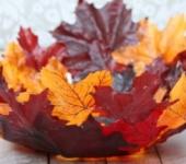 Поделка из осенних листьев. Блюдо