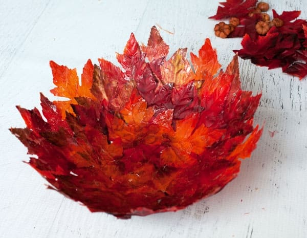 Блюдо из кленовых листьев