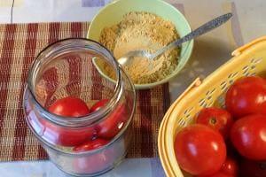 Сохраняем помидоры с горчицей свежими в банке
