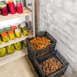 Заготовки и овощи в погребе