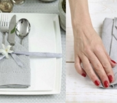 Как красиво сложить салфетку в карман для столовых приборов?
