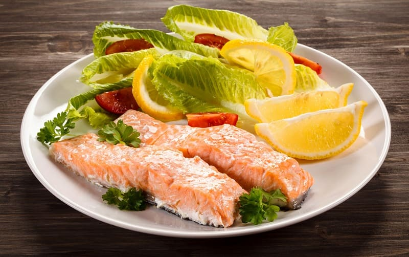 Варёная рыба с лимоном