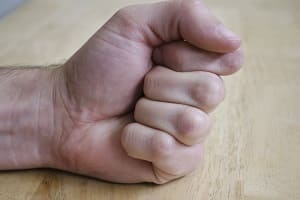 Рука, сжатая в кулак