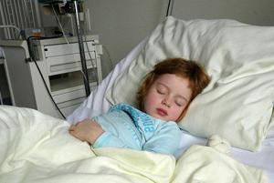 Ребёнок лежит в больнице