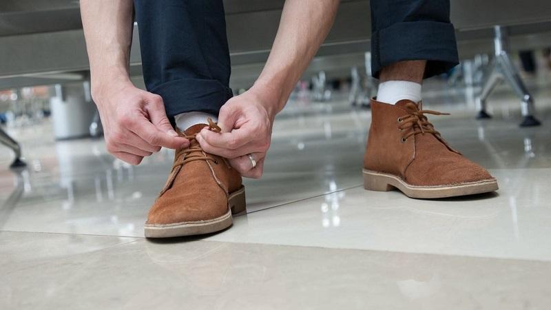Убираем пятна соли с замшевой обуви