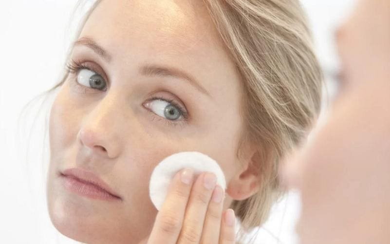 Очищение кожи лица тоником