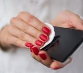 Чистим телефон от пыли