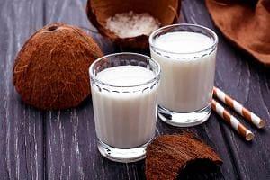 Стакана с кокосовым молоком