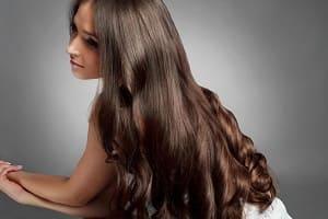 Густые волосы у девушки