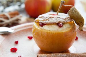 Яблоко запеченое с творогом