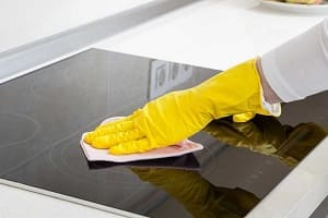 Очистка поверхности индукционной плиты