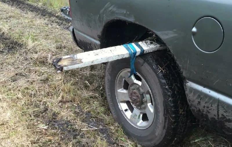 Машина забуксовала в грязи. Что делать?