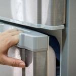 Неплотное прилегание двери холодильника