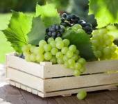 Ящик с виноградом